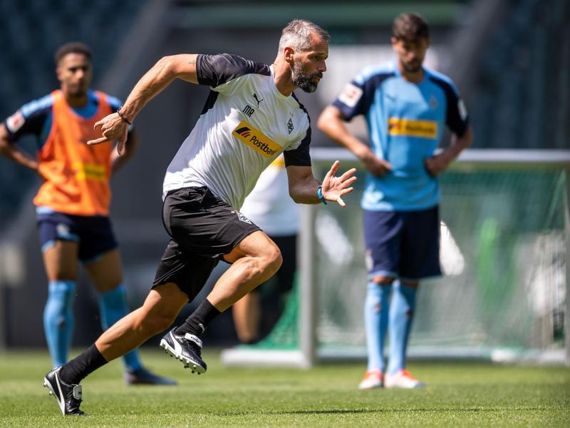 Vorneweg: Gladbachs neuer Coach Marco Rose beim Training. Foto: Marius Becker