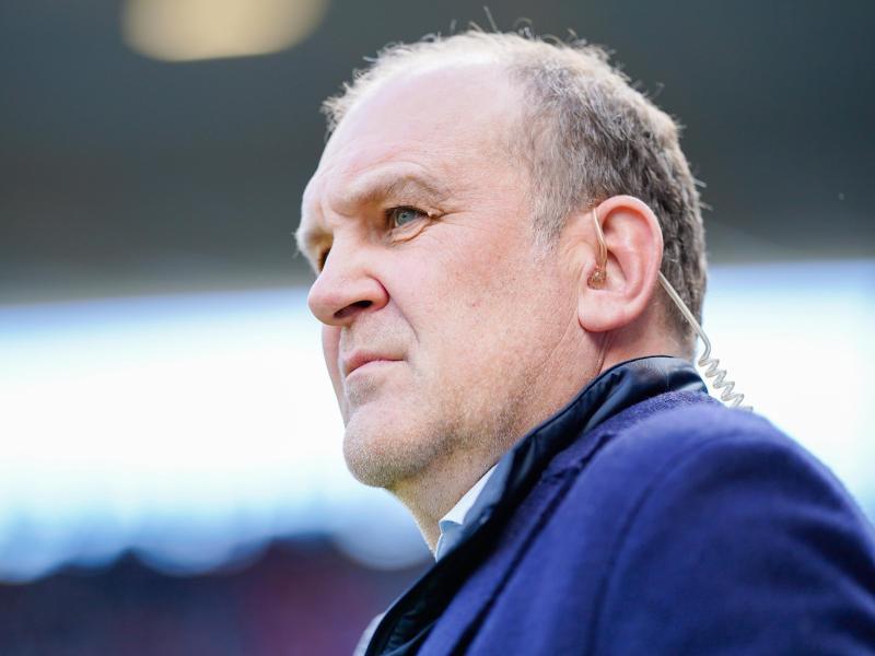 Kritischer Blick:Wolfsburg-Sportchef Jörg Schmadtke. Foto: Uwe Anspach
