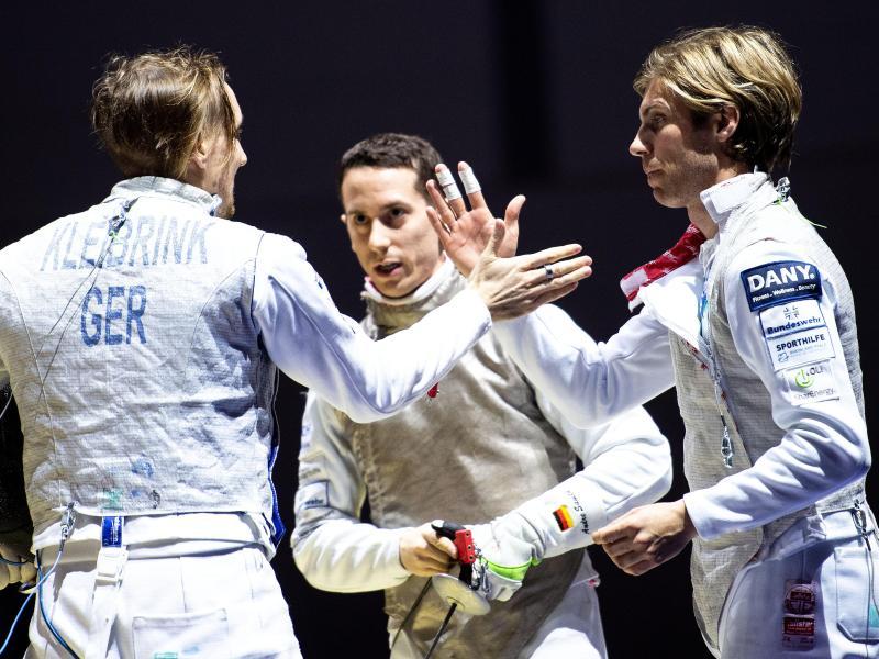 Aus im Viertelfinale: Deutschlands Florettfechter Benjamin Kleibrink (l-r), André Sanita und Peter Joppich
