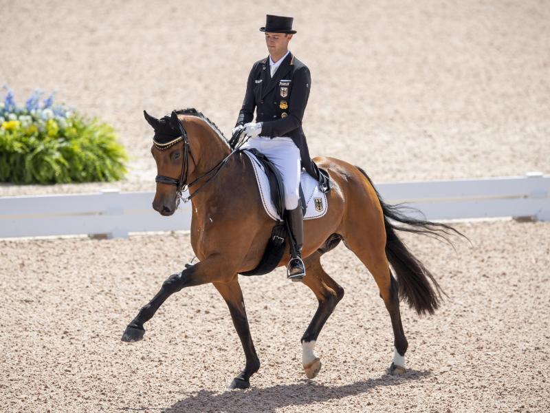 Dressurreiter Sönke Rothenberger auf seinem Pferd Cosmo