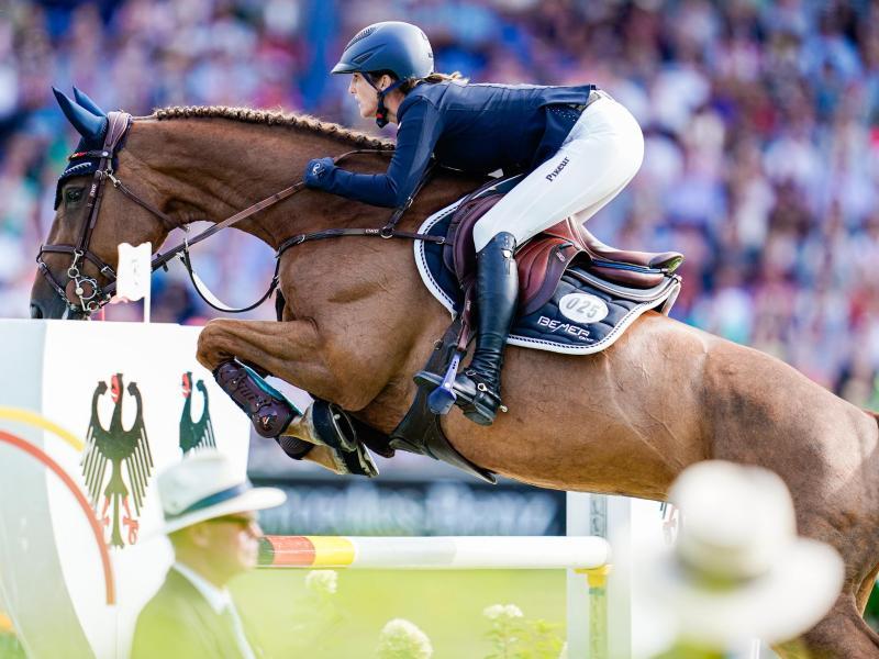 Beim Turnier der Sieger in Münster hat Weltmeisterin Simone Blum auf ihrem Pferd Alice den dritten Rang erreicht