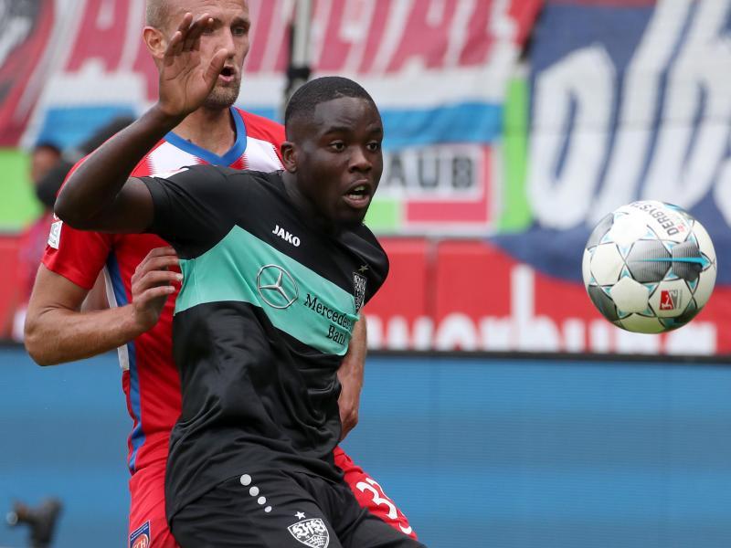 Orel Mangala (r.) vom VfB Stuttgart hat sich verletzt