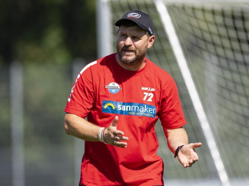Warnt seine Spieler vor Überheblichkeit: Paderborn-Coach Steffen Baumgart