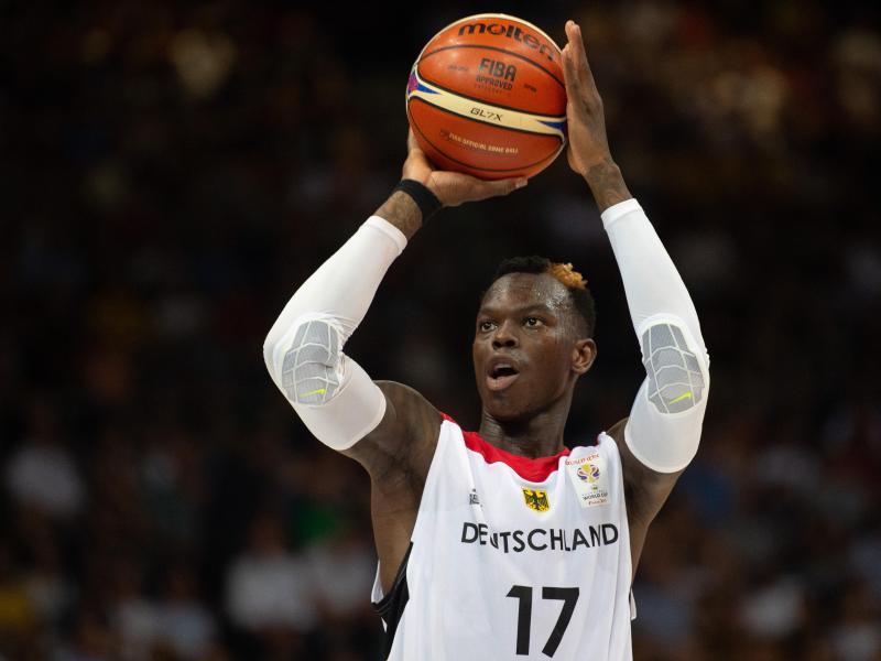 Sucht nach einem Schneider. Basketball-Star Dennis Schröder