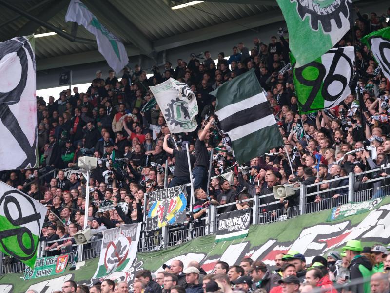 Zur Fairness gegenüber HSV-Spieler Jatta aufgerufen: Die Fans von Hannover 96