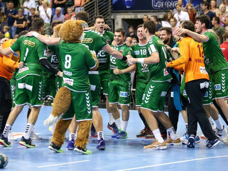 Füchse Berlin jubeln nach dem Sieg gegen den HC Erlangen