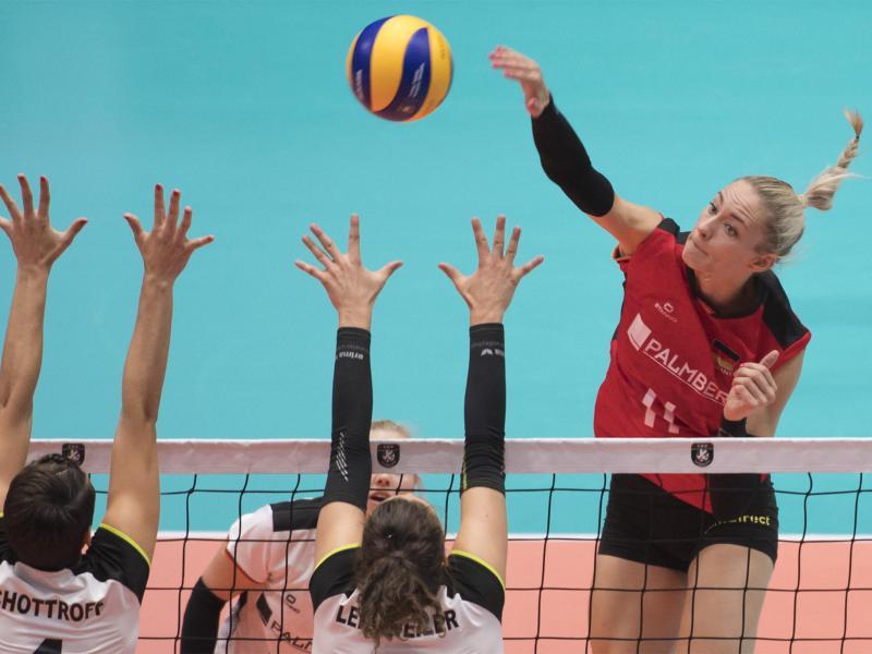 Gegen Polen kommt es auch wieder besonders auf Louisa Lippmann (r.) an