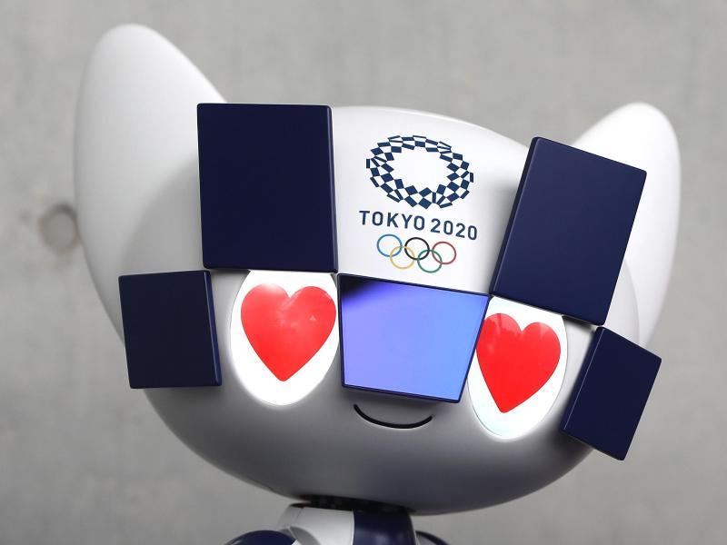 Das Maskottchen-Roboter Miraitowa steht bei der Vorstellung der Maskottchenroboter für die Olympischen Spiele Tokio 2020