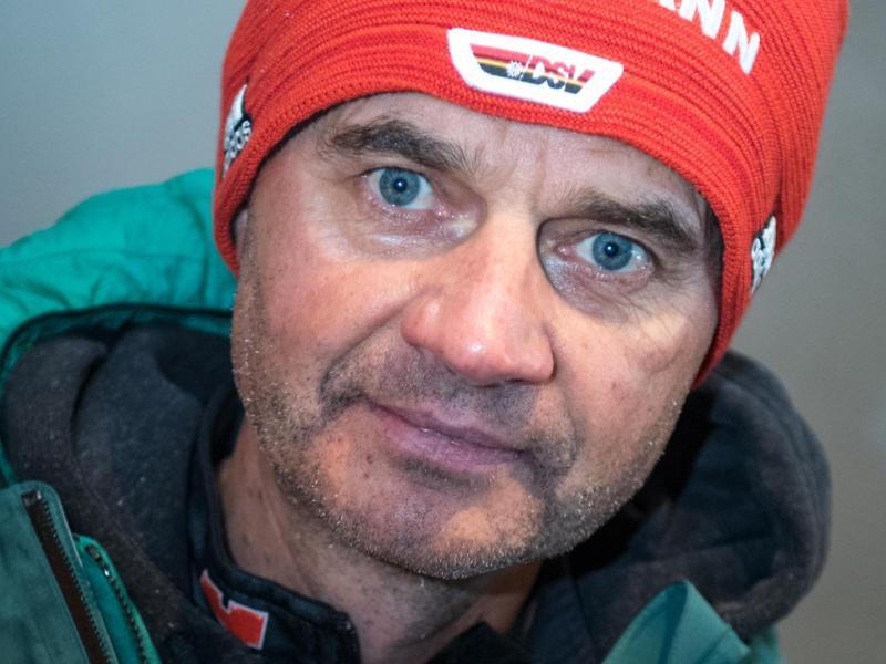 Hat bis zum Start in den Weltcup noch viel Arbeit vor sich: Bundestrainer Stefan Horngacher