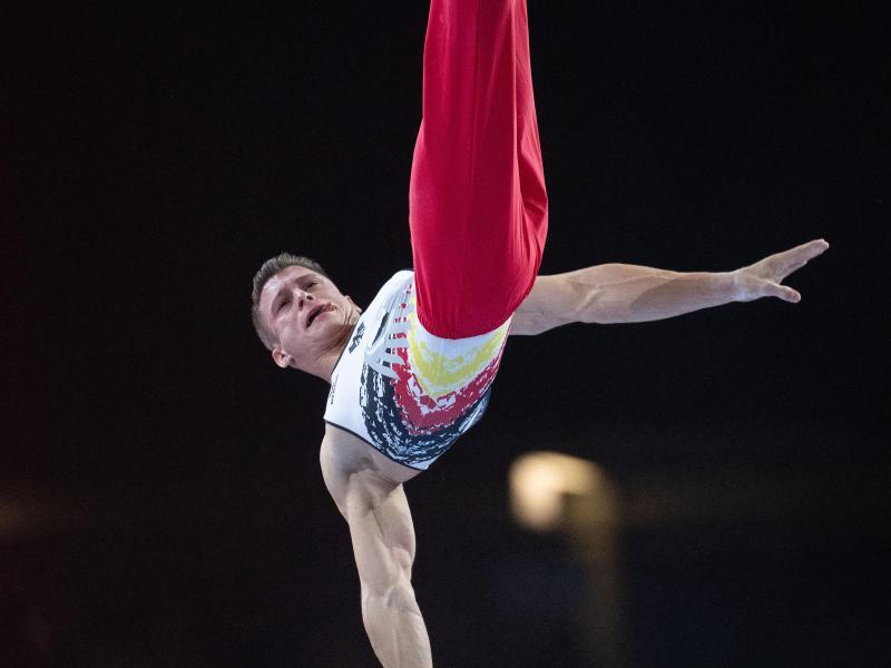 Lukas Dauser turnt im Finale am Barren
