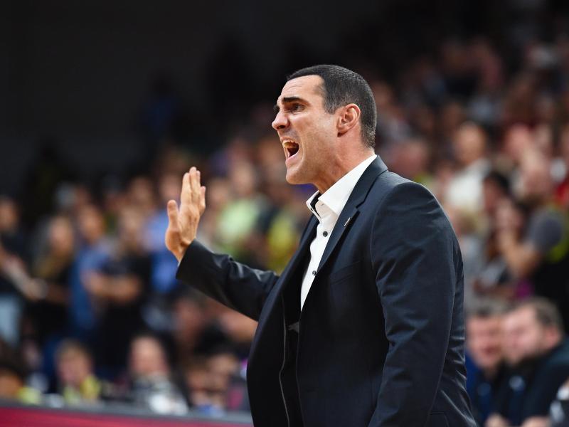 Bambergs Trainer Roel Moors gibt Anweisungen