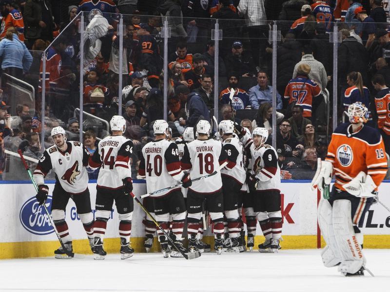 Die Edmonton Oilers zogen gegen die Arizona Coyotes (hinten) den Kürzeren
