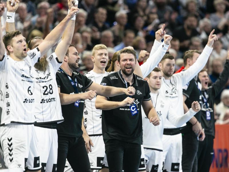 Der THW Kiel hat das Topspiel gegen Hannover-Burgdorf klar mit 32:23 gewonnen.