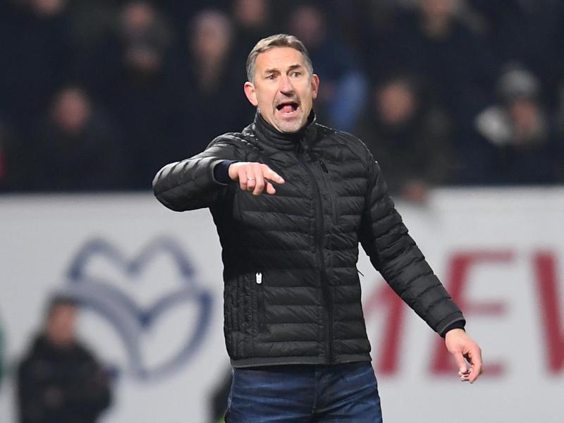 Trainer Achim Beierlorzer hat nach der Niederlage seiner Mainzer beim FCAugsburg den Schiedsrichter kritisier
