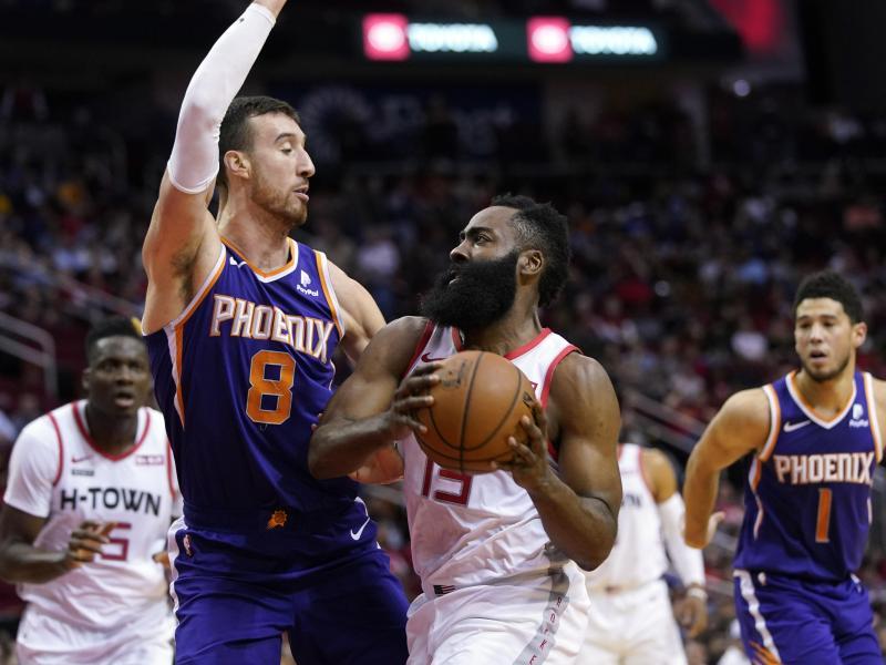 James Harden (M) von den Houston Rockets in Aktion