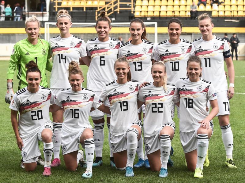 Die deutschen Fußball-Frauen sind Zweiter in der Weltrangliste. Foto: Sakis Mitrolidis/dpa