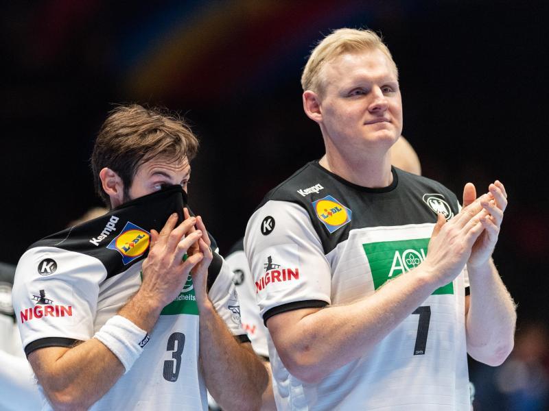 Uwe Gensheimer (l) und Patrick Wiencek nach den Zittersieg gegen Lettland