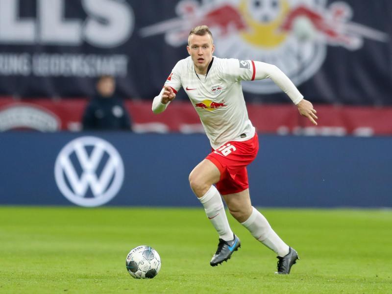 Nach Trainer Nagelsmann intelligent und zuverlässig: Lukas Klostermann am Ball
