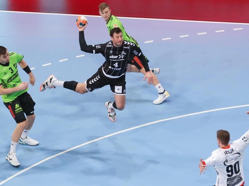 Domagoj Duvnjak (M) war mit fünf Toren einer von Kiels bestenWerfern