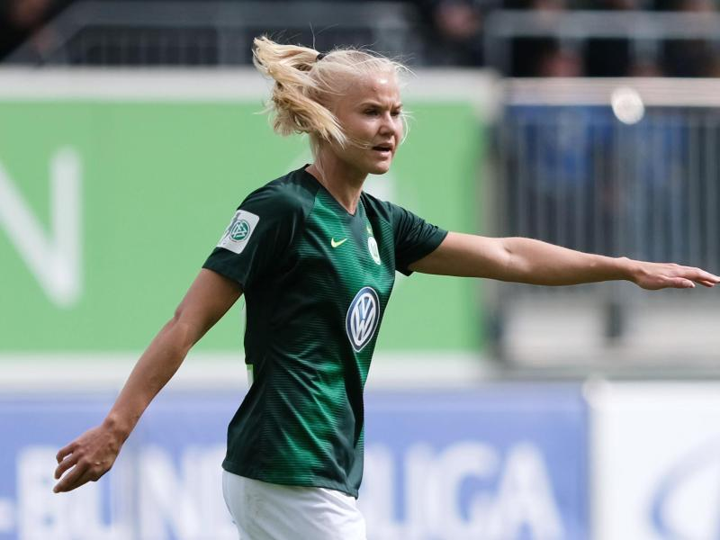 Steuerte zwei Tore zum Wolfsburger Sieg bei 1899 Hoffenheim bei: Pernille Harder:. Foto: Peter Steffen/dpa