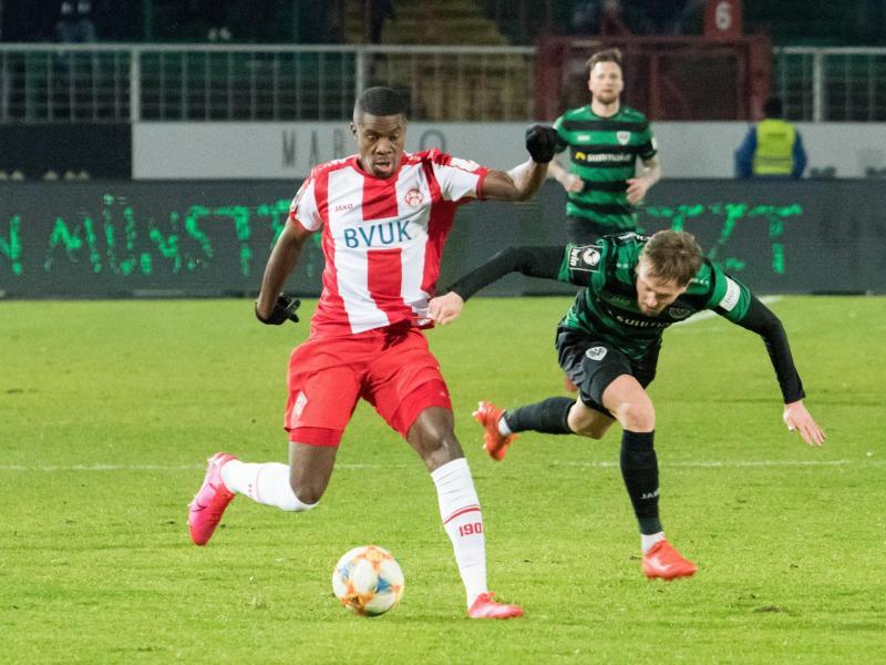 Kwadwo (li.) wurde beim Drittliga-Spiel in Münster rassistisch beleidigt