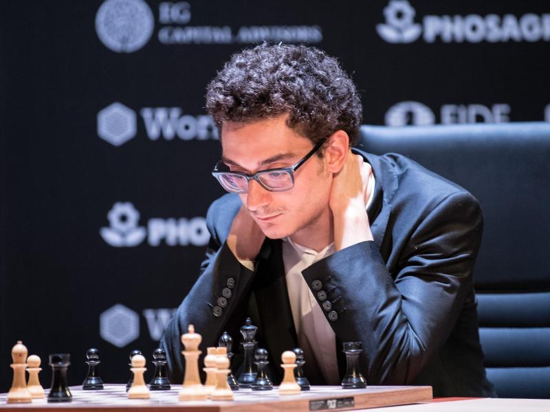Auch Schach-Großmeister Fabiano Caruana spielt im russischen Jekaterinburg mit