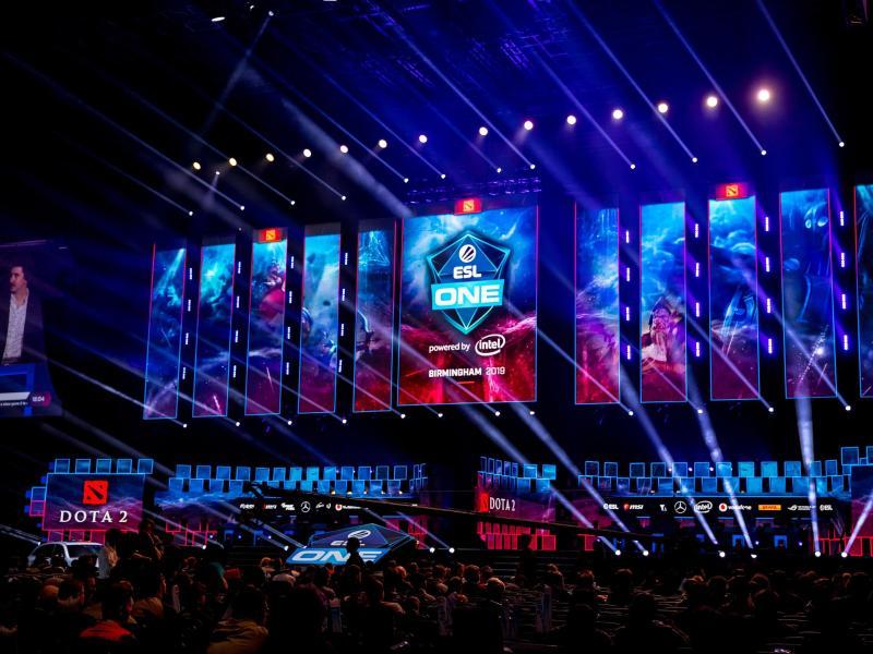 Auf der Bühne der Arena Birmingham wird in diesem Jahr nicht Dota 2 gespielt. Foto: Bart Oerbekke/ESL/dpa