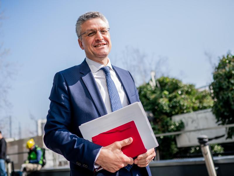 RKI-Chef Lothar Wieler will gern wieder ins Stadion