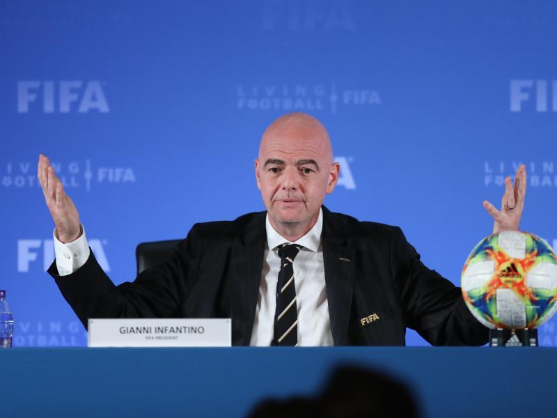 Gianni Infantino wünscht sich bald Ergebnisse bei der Suche nach Lösungen für Transferprobleme