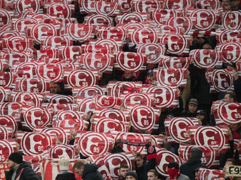 Vielen Fans von Fortuna Düsseldorf sind gegen Corona-Massen-Tests, nur um Bundesliga-Fußball zu gewährleisten