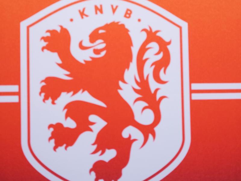 Der KNVB wird mit den Vereinen die Errichtung eines Notfonds für notleidende Klubs beraten