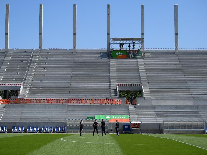 Leere Ränge im Karlsruher Wildparkstadion