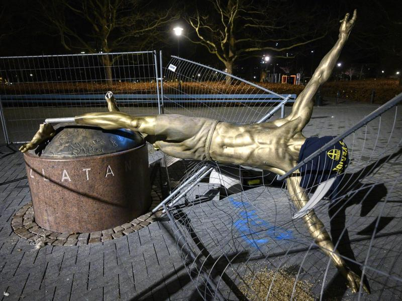Die Statue des schwedischen Stürmerstars Zlatan Ibrahimovic wurde schon oft demoliert
