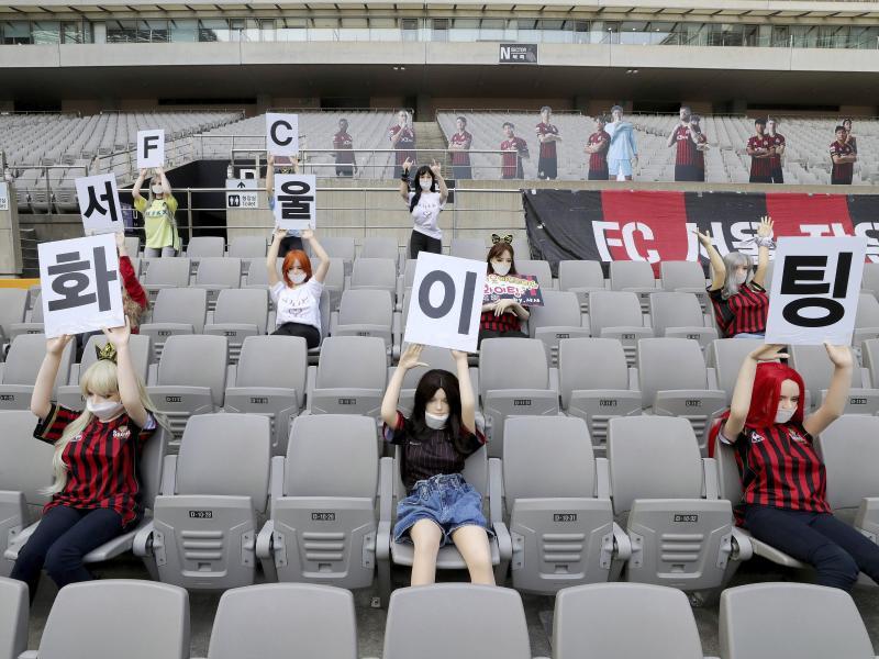 Die Zuschauerattrappen des FC Seoul waren Sexpuppen. Foto: Ryu Young-Suk/YONHAP via AP/dpa