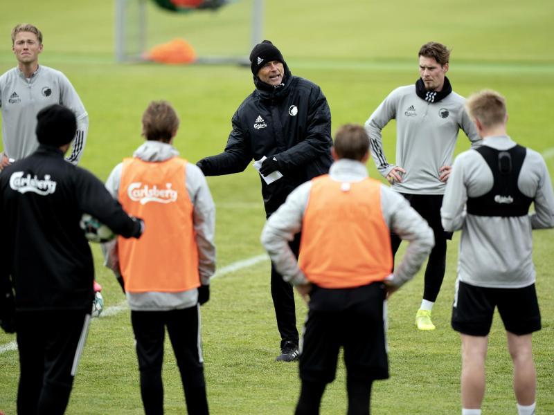Staale Solbakken (M) bereitet den FC Kopenhagen auf die Wiederaufnahme des Spielbetriebs vor