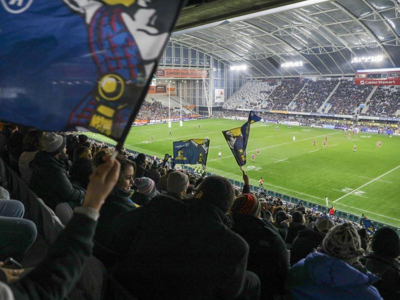 Über 20.000 Fans haben in Neuseeland das erste Rugby-Spiel seit drei Monaten mit Zuschauern bejubelt