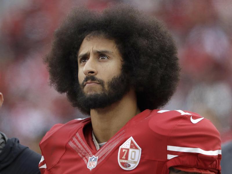 Colin Kapernick war 2016 der erste NFL-Profi, der bei der Nationalhymne kniete
