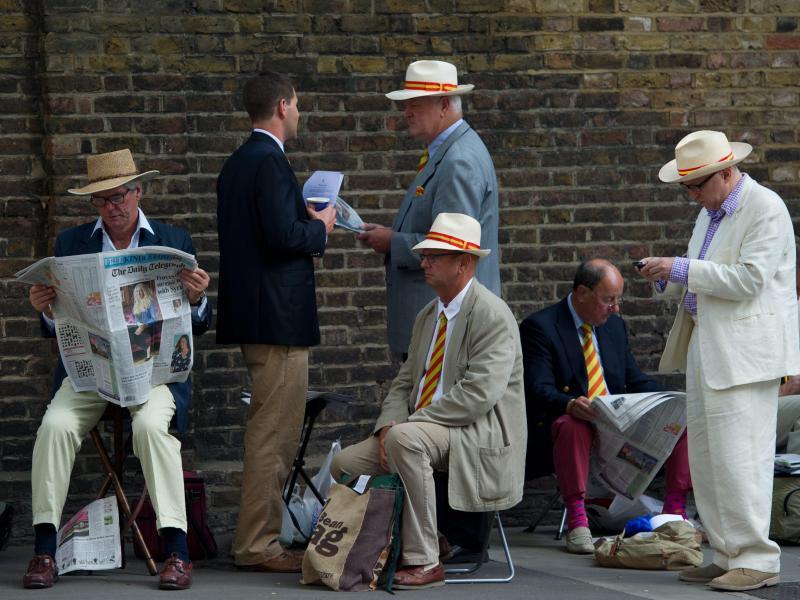 Die Mitglieder des Marylebone Cricket Clubs (erkennbar am rot-gelb gestreiften Binder) bekommen erstmals eine Präsidentin