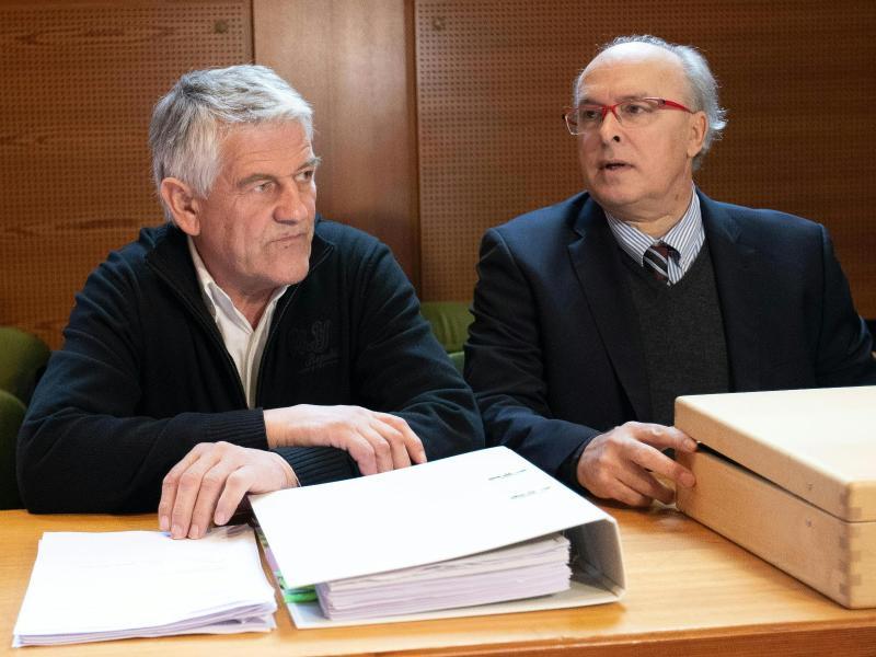 Muss sich in Innsbruck vor Gericht verantworten:Walter Mayer (l)