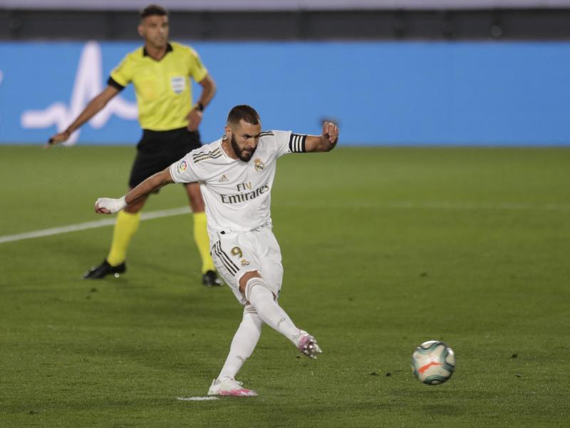 Karim Benzema von Real Madrid erzielt das Tor zum 1:0 gegen CD Alavés per Elfmeter