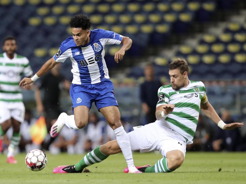Nicht zu stoppen: Portos Luis Diaz (l.) setzt sich gegen Sebastian Coates durch