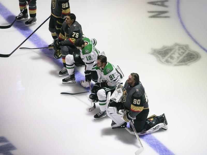 Bei der Partie zwischen den Vegas Golden Knights und den Dallas Stars kniete ein NHL-Quartett