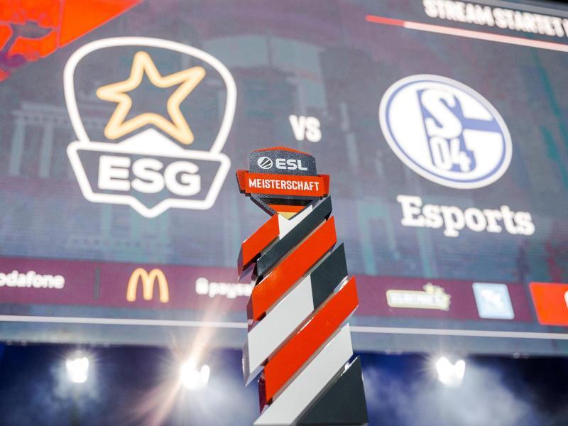 Die Trophäe der ESL Meisterschaft auf der Gamescom 2019