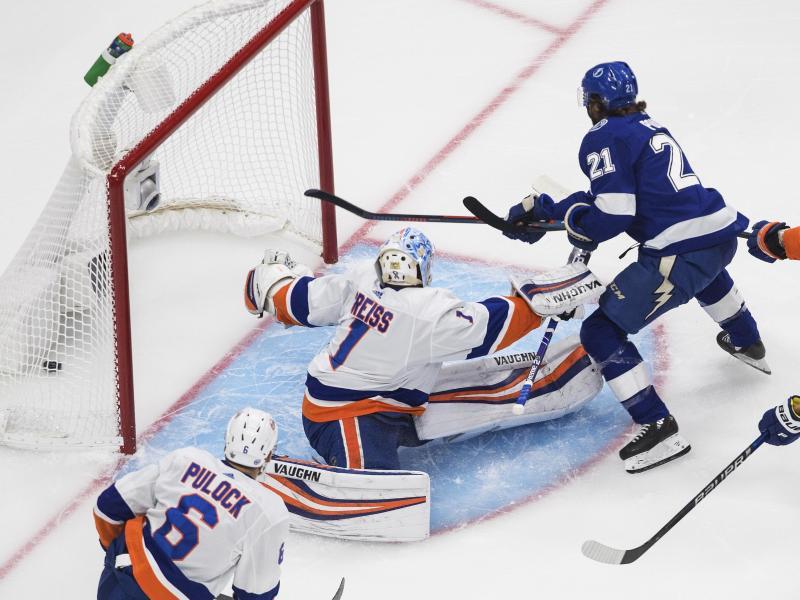 Islanders-Goalie Thomas Greiss (M.) erwischte gegen Tampa Bay Lighting keinen guten Tag