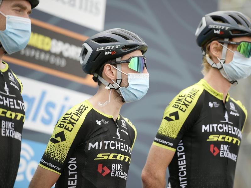 Simon Yates (M) sicherte sich den Gesamtsieg bei Tirreno-Adriatico