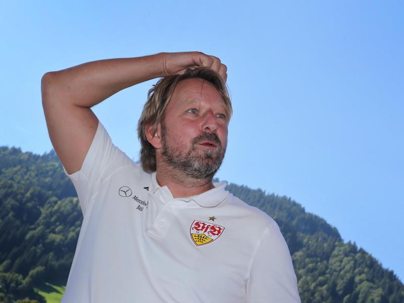 Plant vorerst keine Stuttgarter Neuverpflichtungen: VfB-Sportdirektor Sven Mislintat