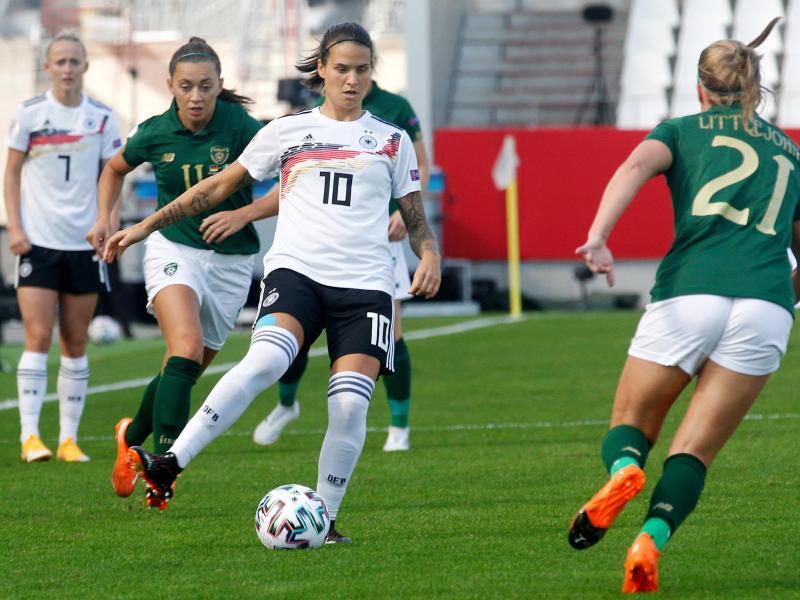 Dzsenifer Marozsan (M.) wird ihr 100. Länderspiel bestreiten