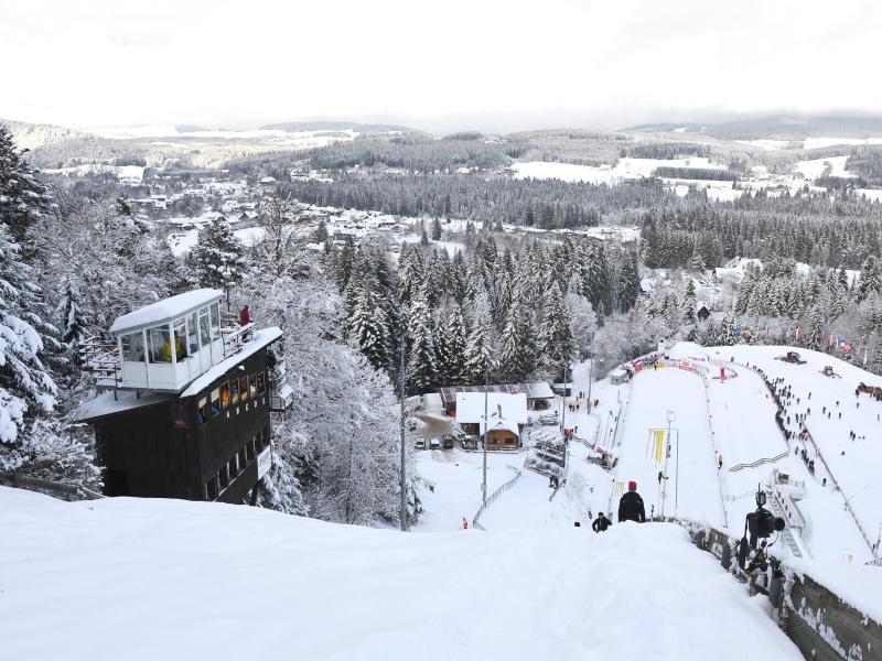 Die Schanze im Adler Skistadion wird umgebaut