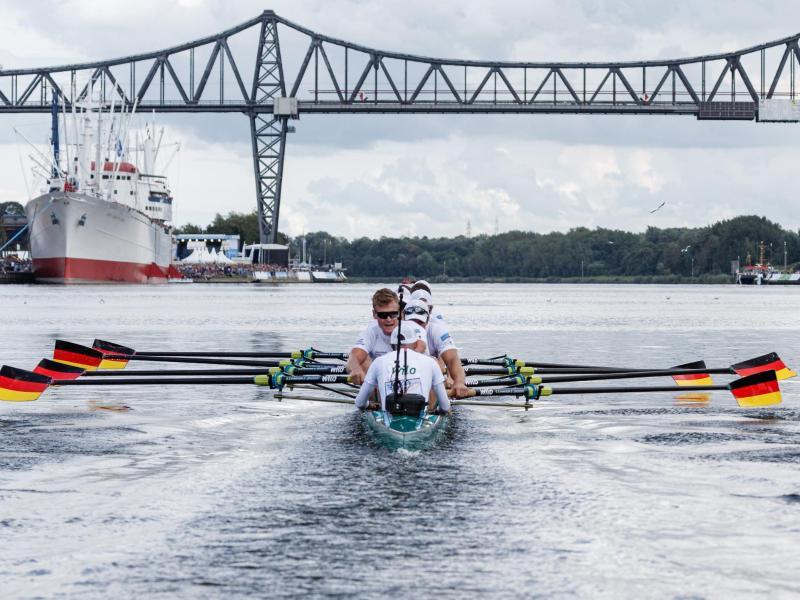 Der Deutschland-Ruder-Achter tritt auf dem Nord-Ostsee-Kanal gegen das Team aus Polen und den deutschen U23-Achter an