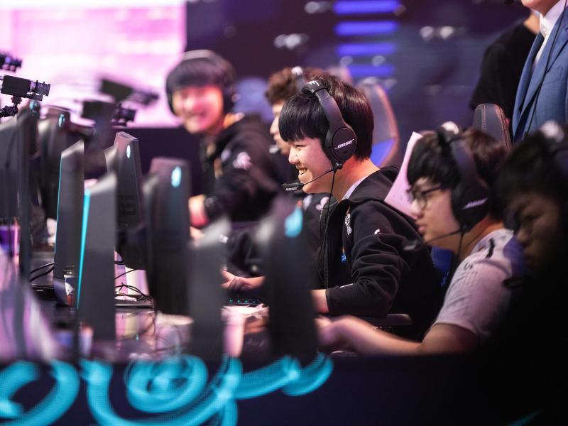 Suning hat sich beim WM-Debüt bis ins Halbfinale der League of Legends Worlds vorgekämpft